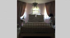 Romantické spálne rodinného domu pri Slavíne
