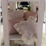 Nádherné púdrovo-ružové vankúše s krémovou čipkou