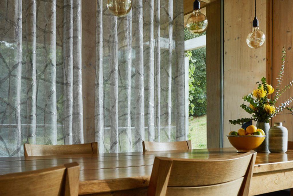 Záclony a závesy podľa typu miestnosti